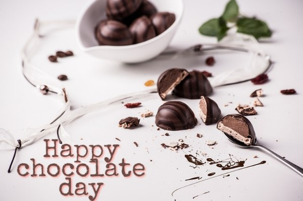 Chocolate Day Images for Love Couple